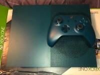 Xbox One S 500GB Limited edition Deep blue.