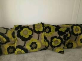 4 bhs lime & black cushions