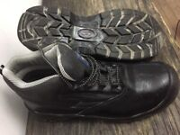 Water resistant steel toe cap boots size 12 adult