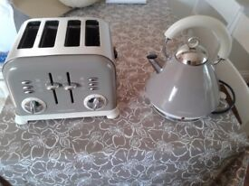 Absolute Bargain, Morphy Richards Kettle & Toaster Set for sale