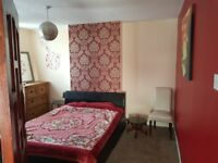 Big Double Bedroom (5mins walk Goodmayes Station & Park) Furnished with bills included
