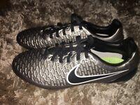 Men's Magista Football Boots