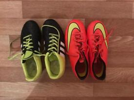 2x football boots size 4