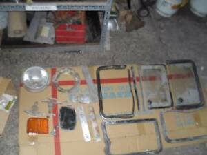 Volkswagen Kombi 1/4 GLASS AND OTHER ASSORTED PARTS