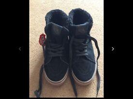 Vans high top boots - size 8/9?