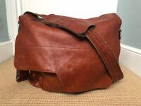 Compagnon Messenger Camera Bag