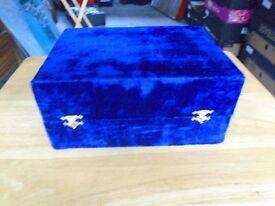 BLUE VELVET BOX CONTAINING 1 X LARGE GOBLET & 6 X SMALL GOBLETS