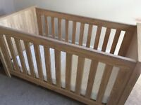 Cot that turns into cotbed