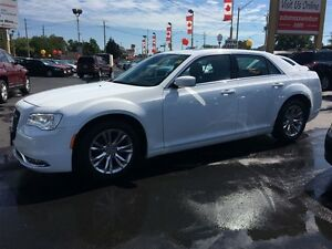 2015 CHRYSLER 300 TOURING- SUNROOF, HEATED SEATS, REAR VIEW CAME Windsor Region Ontario image 3