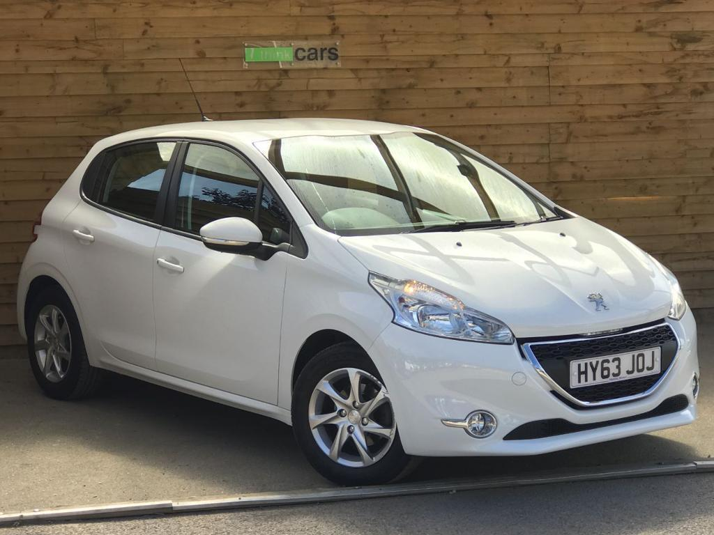 peugeot 208 1 2 vti active 5dr full peugeot service history bianca white 2013 in bransgore. Black Bedroom Furniture Sets. Home Design Ideas