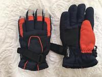 Boys gloves 4-8yrs