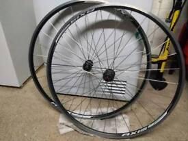 700cc Specialized Axis road bike wheel set