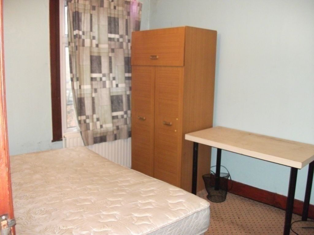 very beautiful and spacious one bedroom flat to rent part dss
