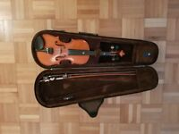 Stentor 1/4 size kids Violin with Bow and Case . Excellent condition.
