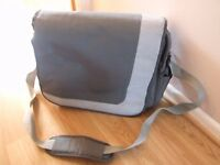Technika laptop messenger bag
