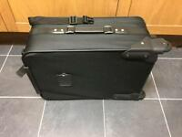 BRAND NEW STURDY OVERNIGHT SUITCASE EXTREMELY ROBUST IN BLACK