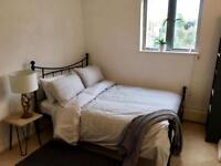 Room in 2 bed/2 bath mews house in Angel