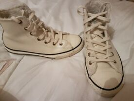 girls cream chuck taylor converse like new size 2