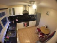 SW15 6AS _ PUTNEY- NICE SINGLE ROOM WITH PRIVATE BALCONY AND TOILET (ALL BILLS INCLUSIVE)