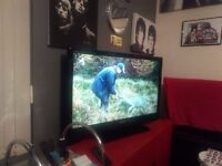 """TOSHIBA 42""""FREEVIEW 3 HDMI ,PC ,SCART STAND AND ORIGINAL REMOTE VERY NICE"""