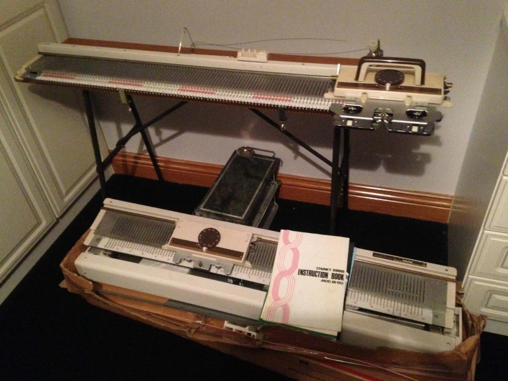 Empisal Knitmaster 151 Chunky/Mohair Knitting Machine with Ribber ...