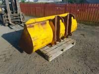 Heavy duty tractor telehandler bucket with jcb brackets