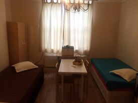 COZY TWIN ROOM ACTON CENTRAL. 2 WEEKS DEPSOIT. WEST LONDON. ALL BILLS AND WIFI INCLUSIVE.