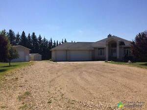 $899,900 - Acreage / Hobby Farm / Ranch in Parkland County