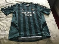 Newcastle united footbal top size large