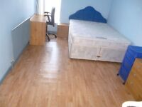 DOUBLE ROOM TO RENT IN FRIENDLY & HOMELY HOUSEHOLD
