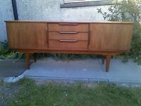 Stylish Concave McIntosh-Style Sideboard In Teak Mid-Century