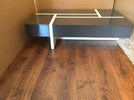 Storm Coffee table in White & Grey