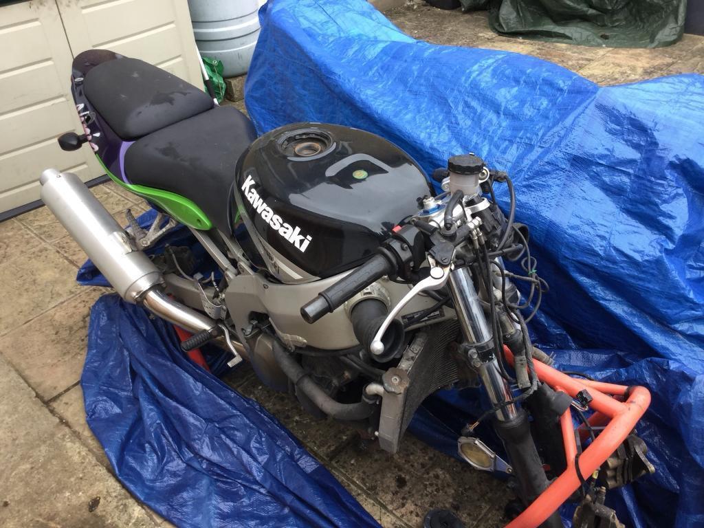 Kawasaki Zx6r Breaking For Parts Forks, rearsets, carbs, tank, lockset, engine