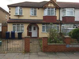 6 bedroom house in Jordan Road, Perivale, Greenford, UB6 (6 bed) (#1232783)