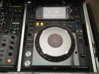 2 X CDJ2000 nexus + DJM900 nexus + road ready flightcase