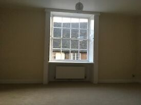 Lovely light and bright 1 bedroom flat to let in St. Mary's St., Stamford town centre.