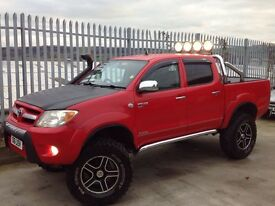 2006 TOYOTA HILUX D/C 2.5 D4-D INVINCIBLE MANUAL 4X4 RED ++ MONSTER TRUCK++ONE OF A KIND!!! ++