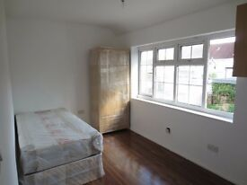 Lancaster Road N18, DSS Welcome Studio Flat Available Now
