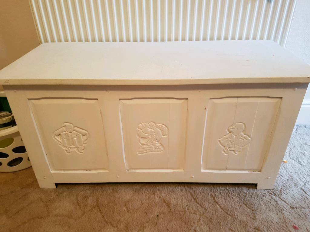 Solid wood blanket box/ toy boxin Plymouth, DevonGumtree - Lovely solid wood blanket box could do with repaint but otherwise in great condition