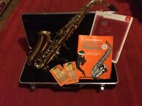 Alto Saxophone. With 2 books and 11 reeds. 2nd hand Good condition