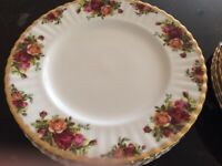 Royal Albert Old Country Roses, 26cms dinner plates, some unused, 12 available