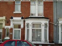3 Double Bed House Powerscourt Road Short Term Let **Available Now No Fees** With Lounge
