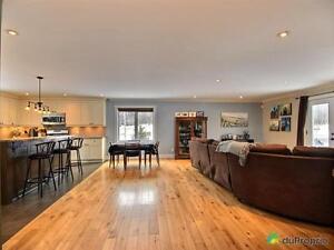 349 900$ - Bungalow à vendre à Wakefield