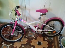 beautiful and almost new girls B-TWIN bike in excellent condition
