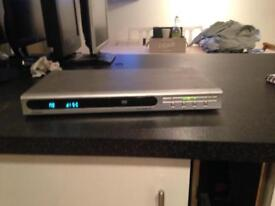 Hyundai DVD Player Recorder Silver connects to TV