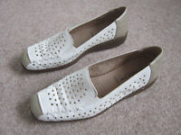 'Cushion Walk' Flexible comfort wedge size 7 leather cream/beige Immaculate worn indoors to try