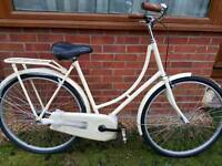 Ladies brand new Dutch style bike. Cream..