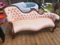 antiques style sofa langue