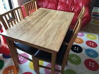 SOLID OAK WOODEN TABLE WITH 4 OAK CHAIRS GOOD CONDITION
