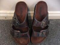 Schuh Metallic sandals